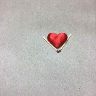 Rød hjerter af stof